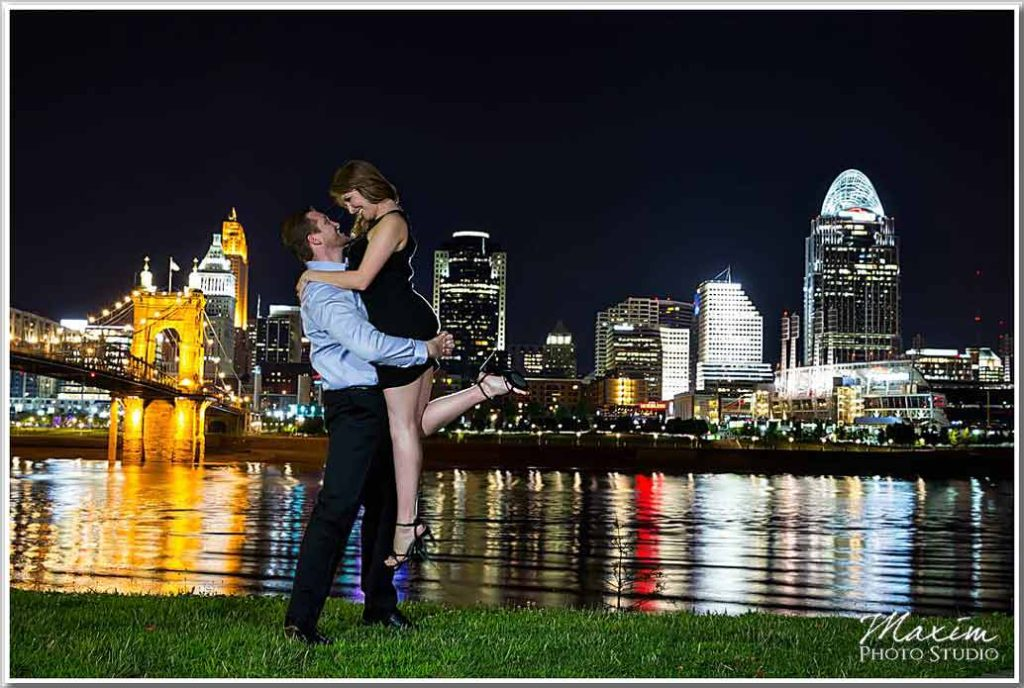 Best Cincinnati skyline engagement pictures