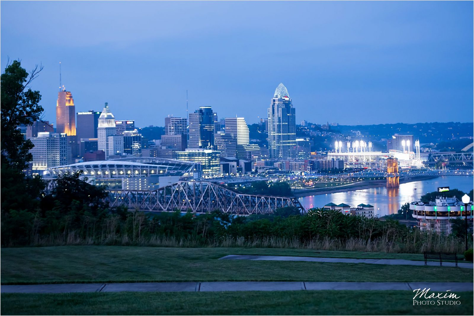 Drees Pavilion Covington Kentucky Wedding Cincinnati Skyline Evening