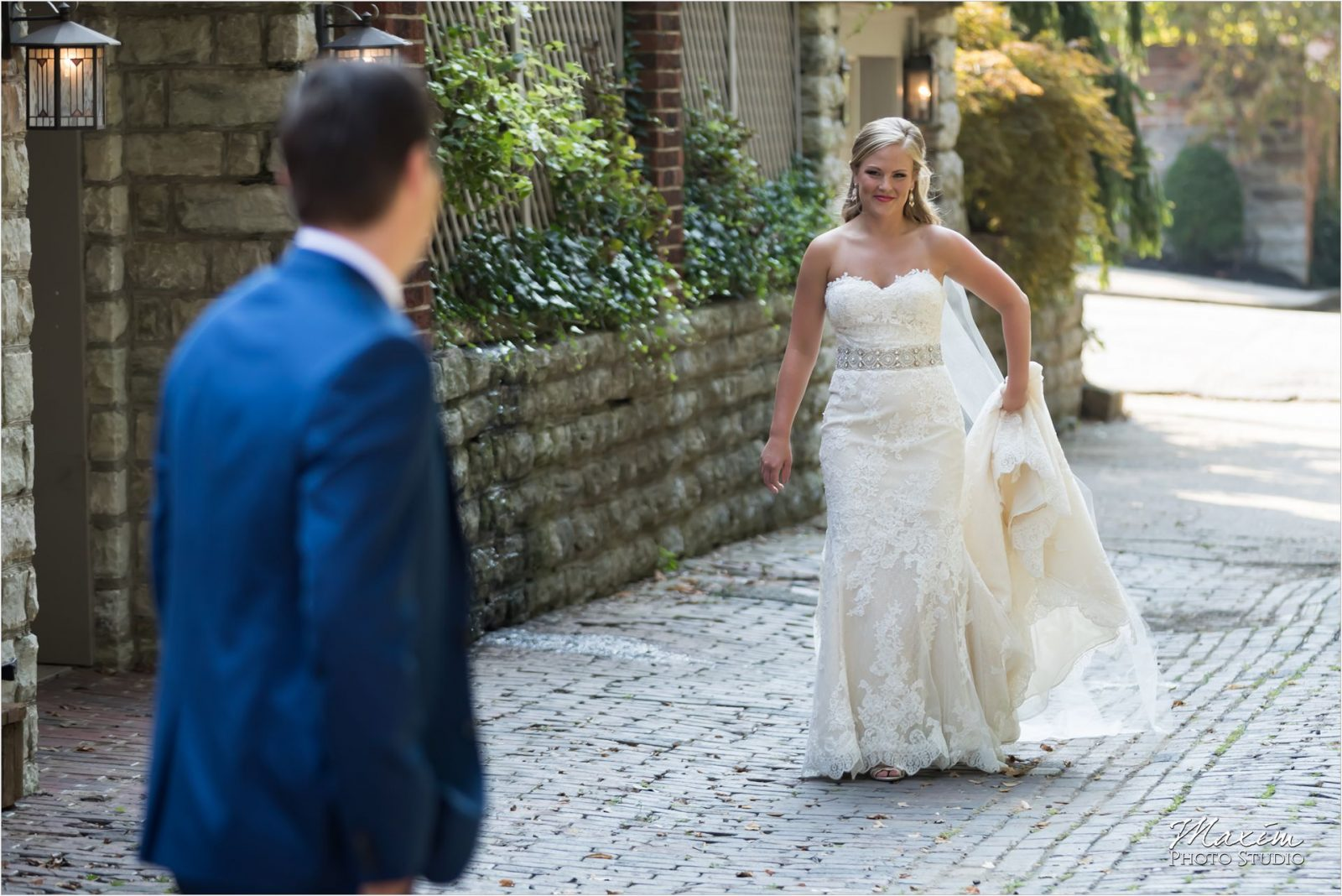 Smale Riverfront Park Bride Groom pictures