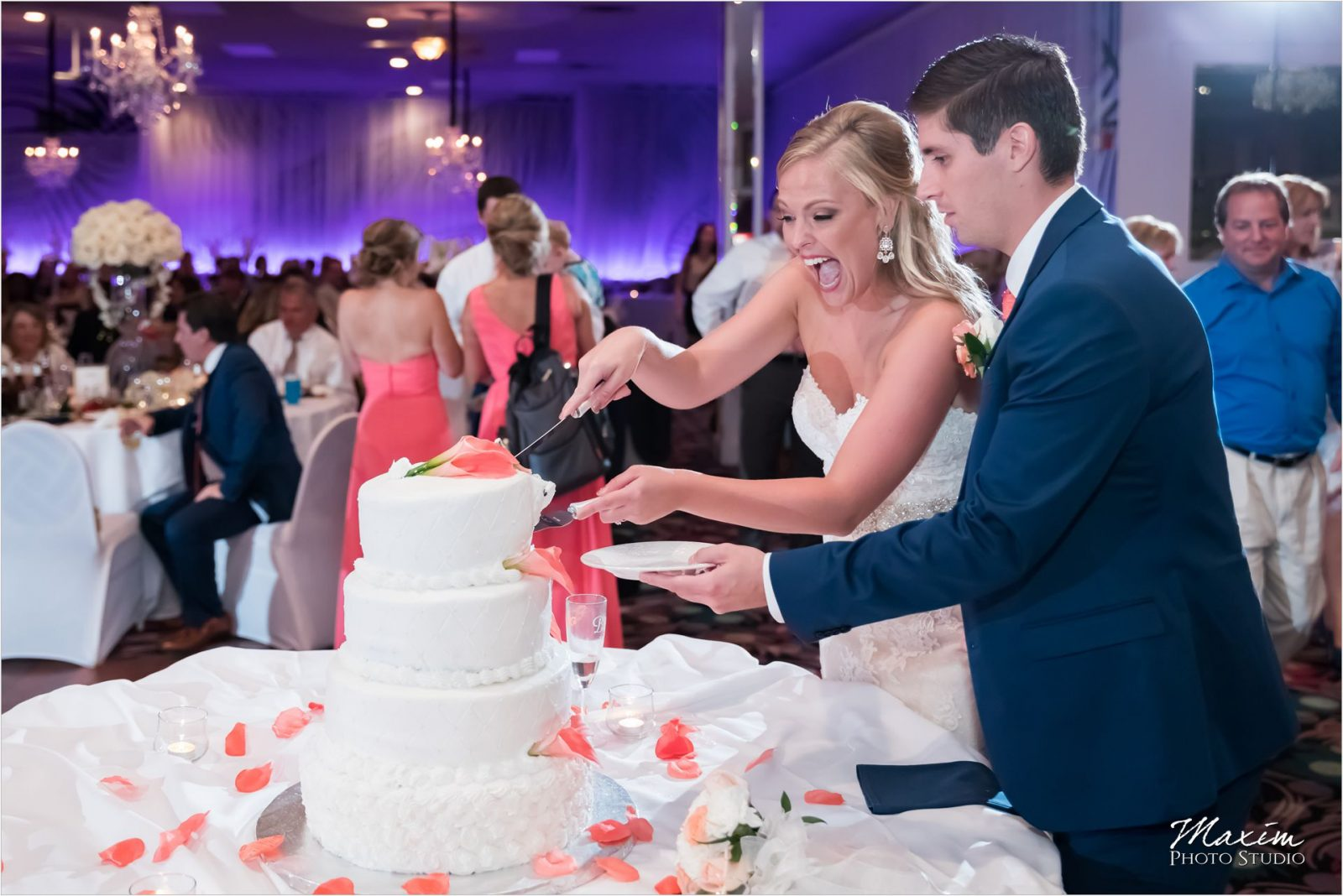 Newport Syndicate Covington Kentucky Wedding Reception Cake