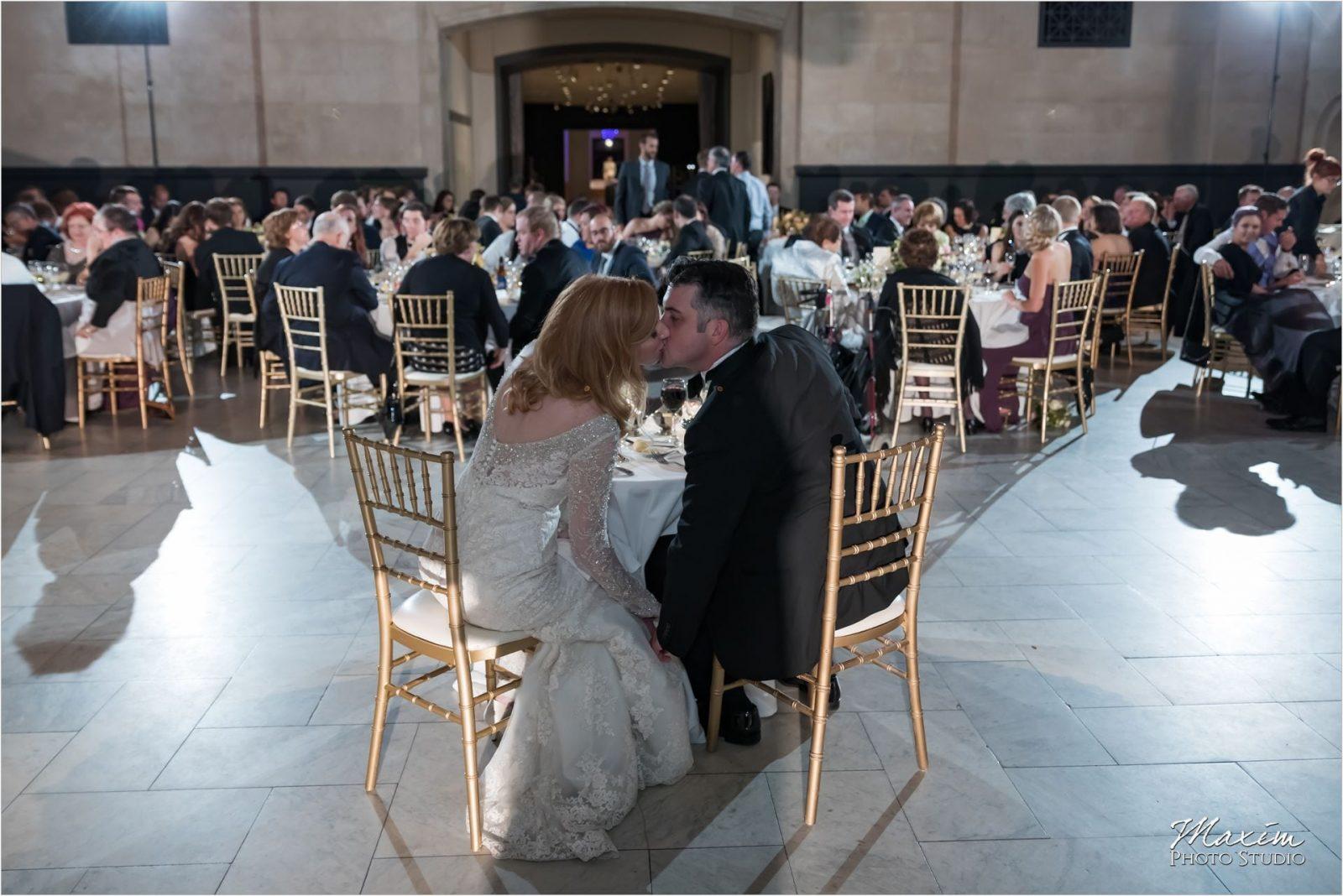 Cincinnati Wedding Photographers Art Museum bride groom kissing