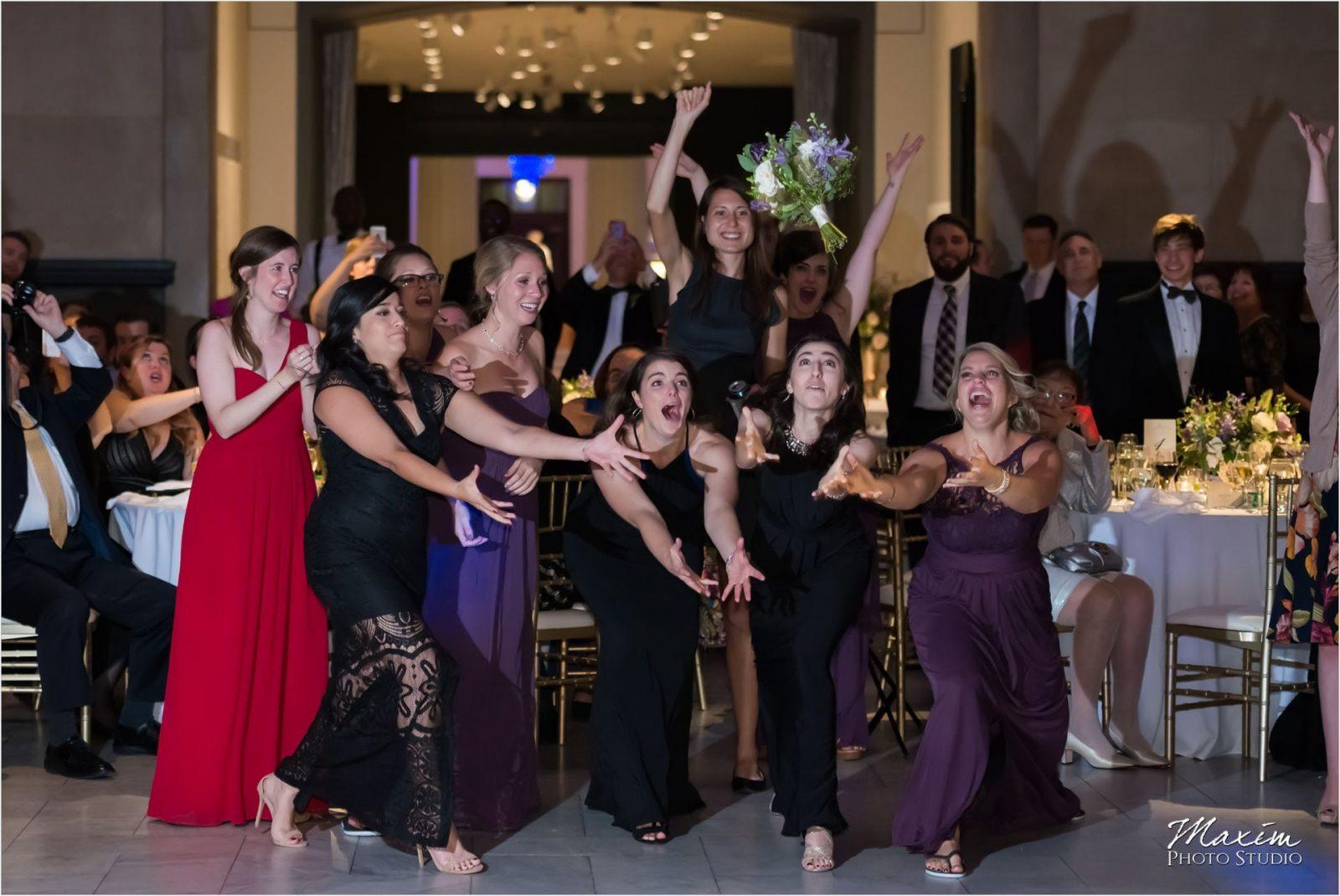 Cincinnati Wedding Photographers Art Museum bouquet toss
