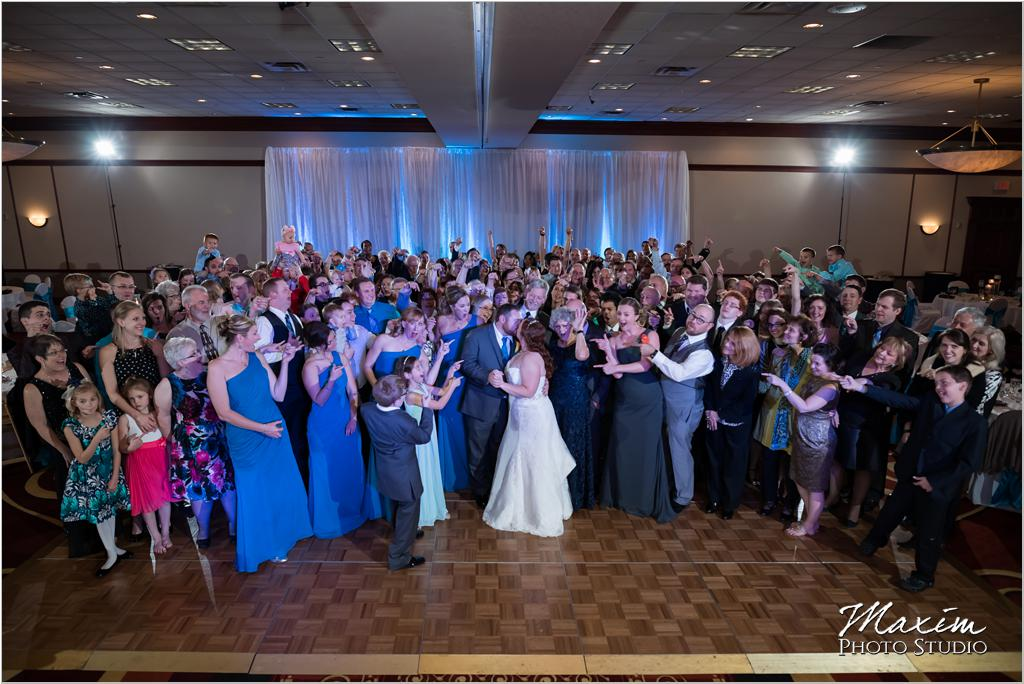 Cincinnati Marriott West Chester Cincinnati wedding reception group photo
