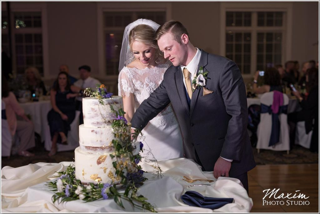 Manor House Ohio wedding, reception, wedding cake