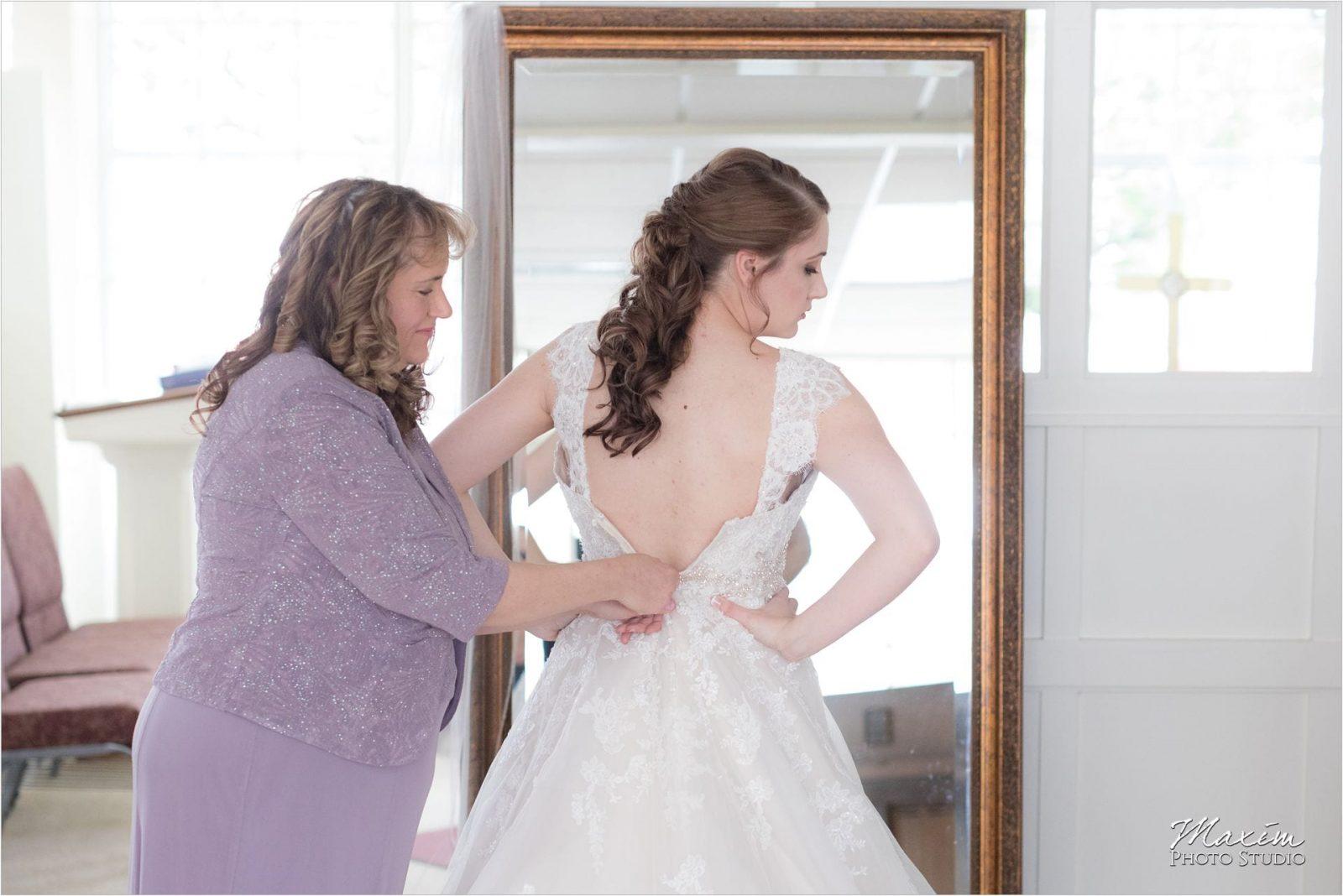 Norlyn Manor, Cincinnati Wedding Photography, Bride preparations, Fabulous Bridal Wedding Dress