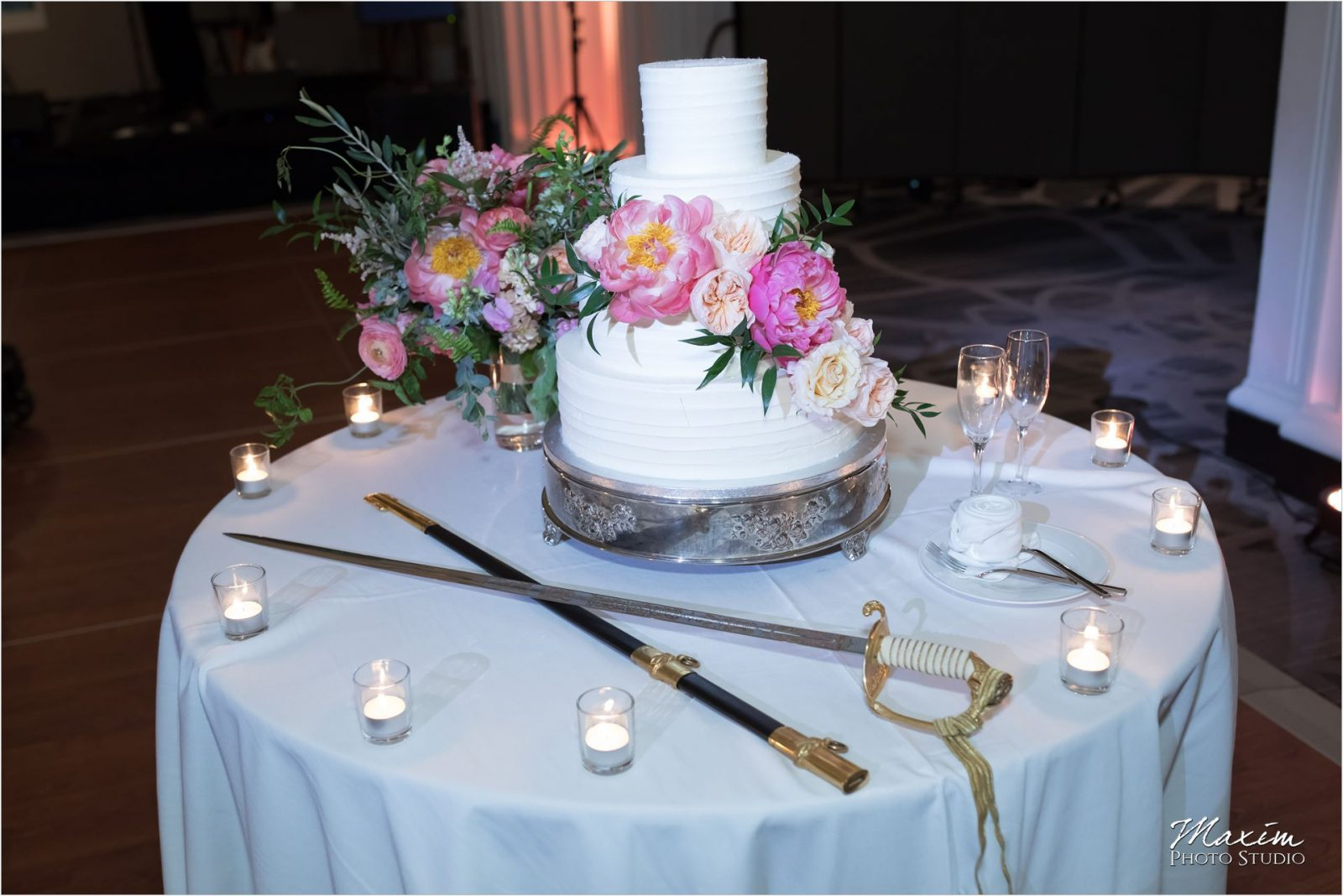 Renaissance Hotel Cincinnati Wedding Reception cake