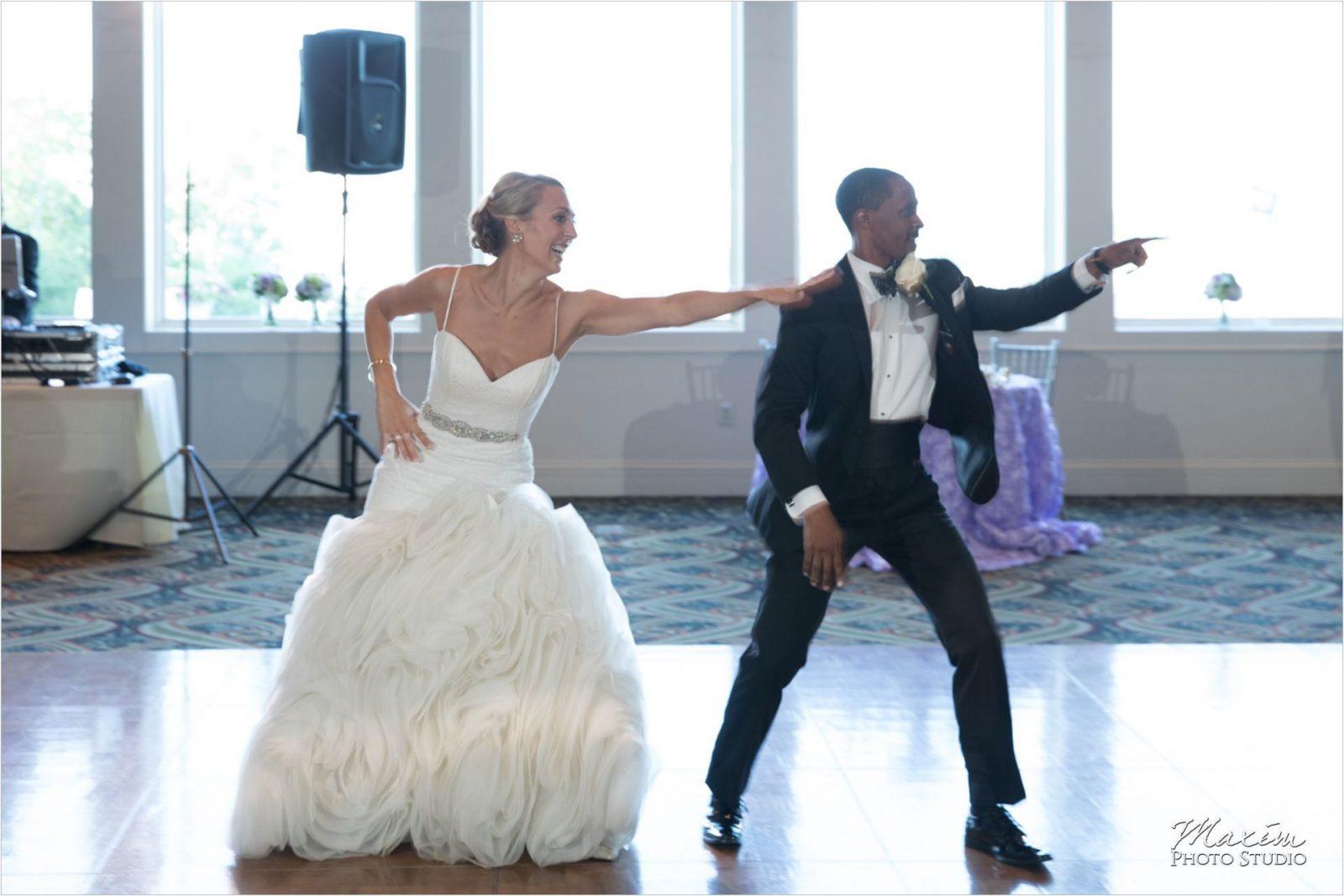 Cincinnati Wedding Photographers Drees Pavilion Wedding Reception first dance