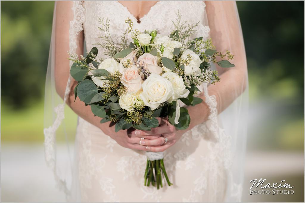 Ohio horse farm bride wedding flowers
