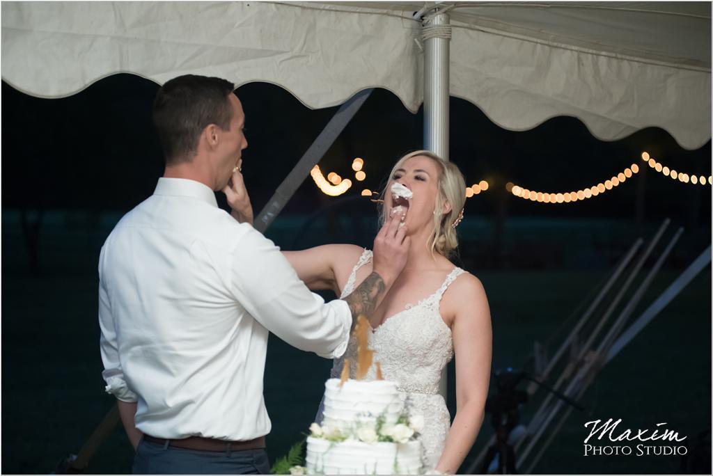 Wedding cake Ohio horse farm