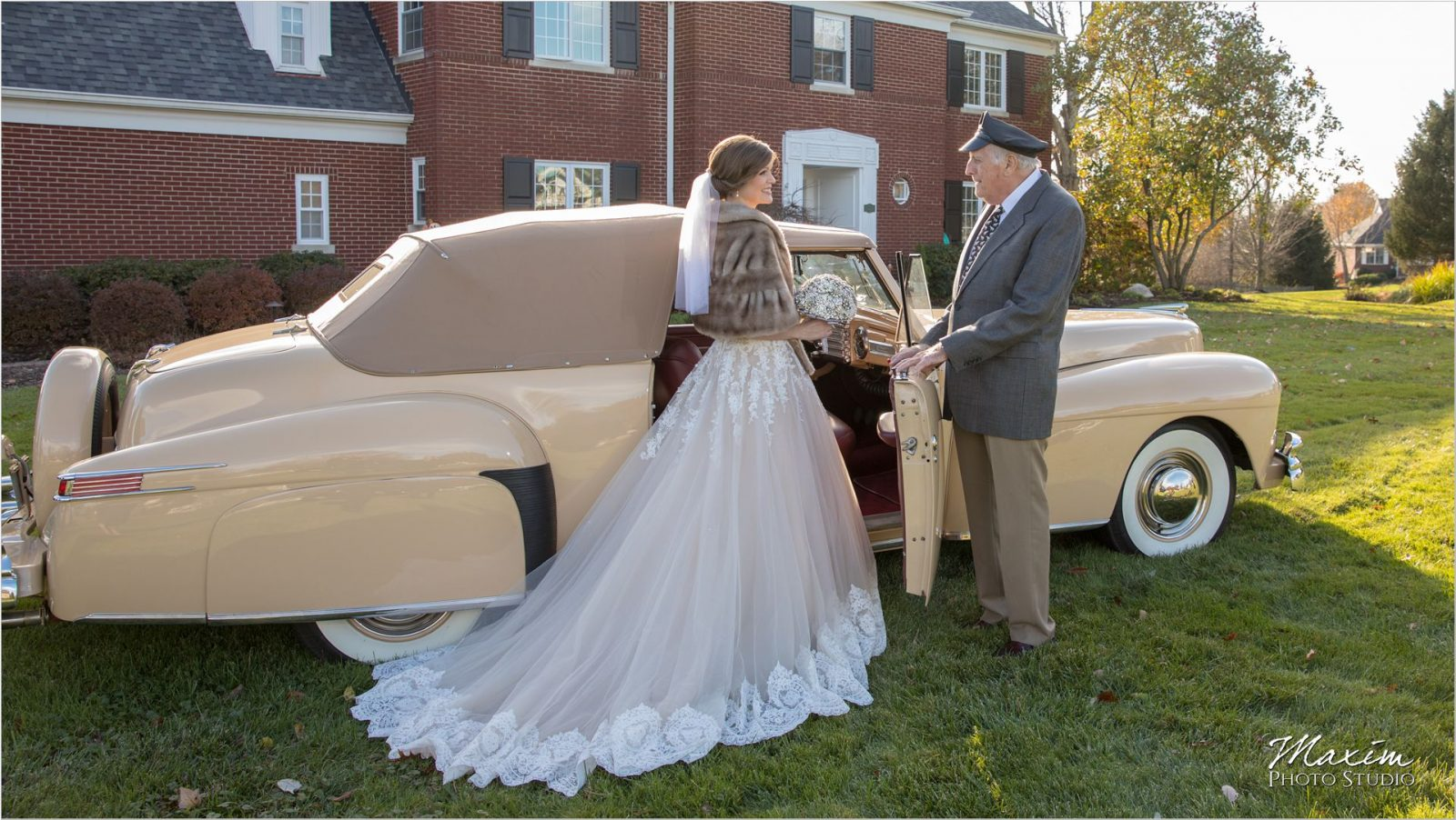 Antique Lincoln Continental Cincinnati Wedding