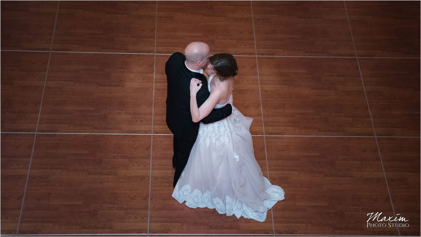 Cincinnati Renaissance Downtown first dance wedding