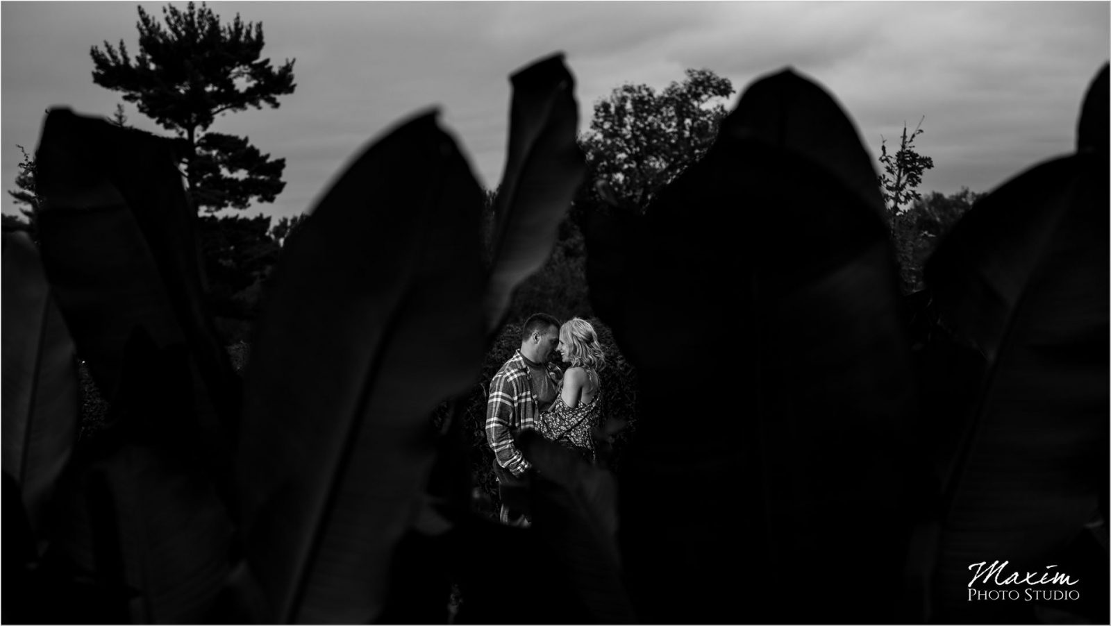 Ault Park Cincinnati Fall Engagement couple black white