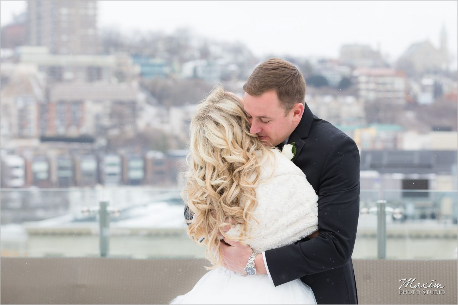 Cincinnati Wedding Photography winter Bride Groom
