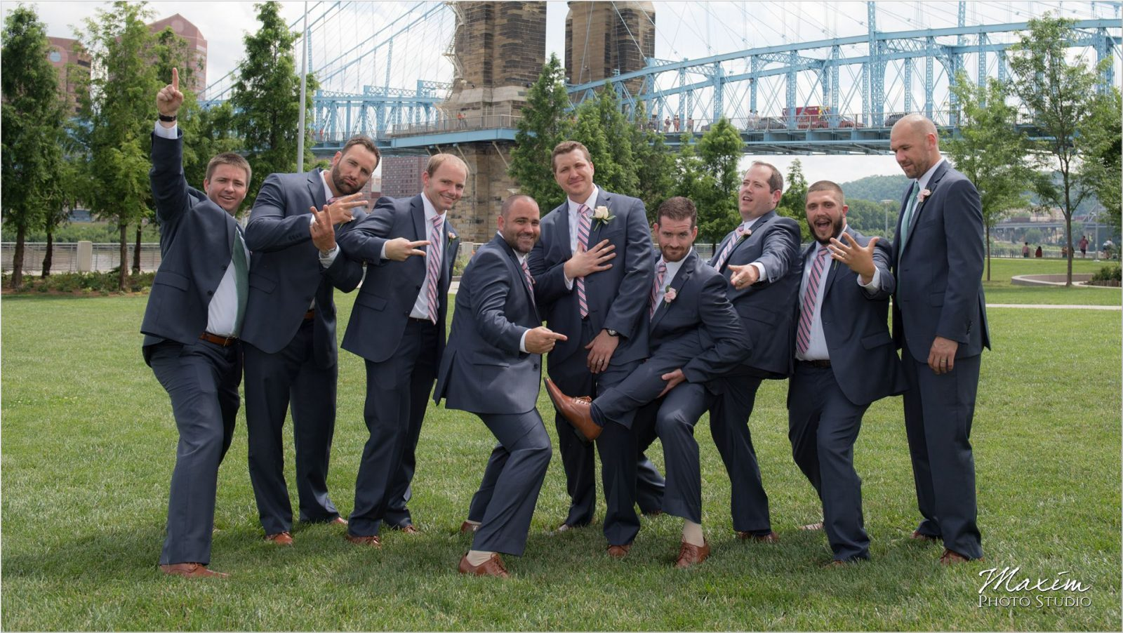 Smale Riverfront Park Bridal Party