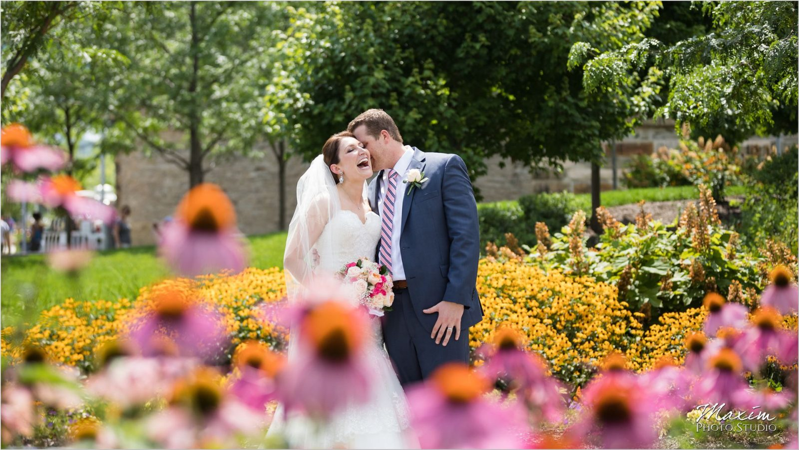 Smale Riverfront Park Bride Groom flowers