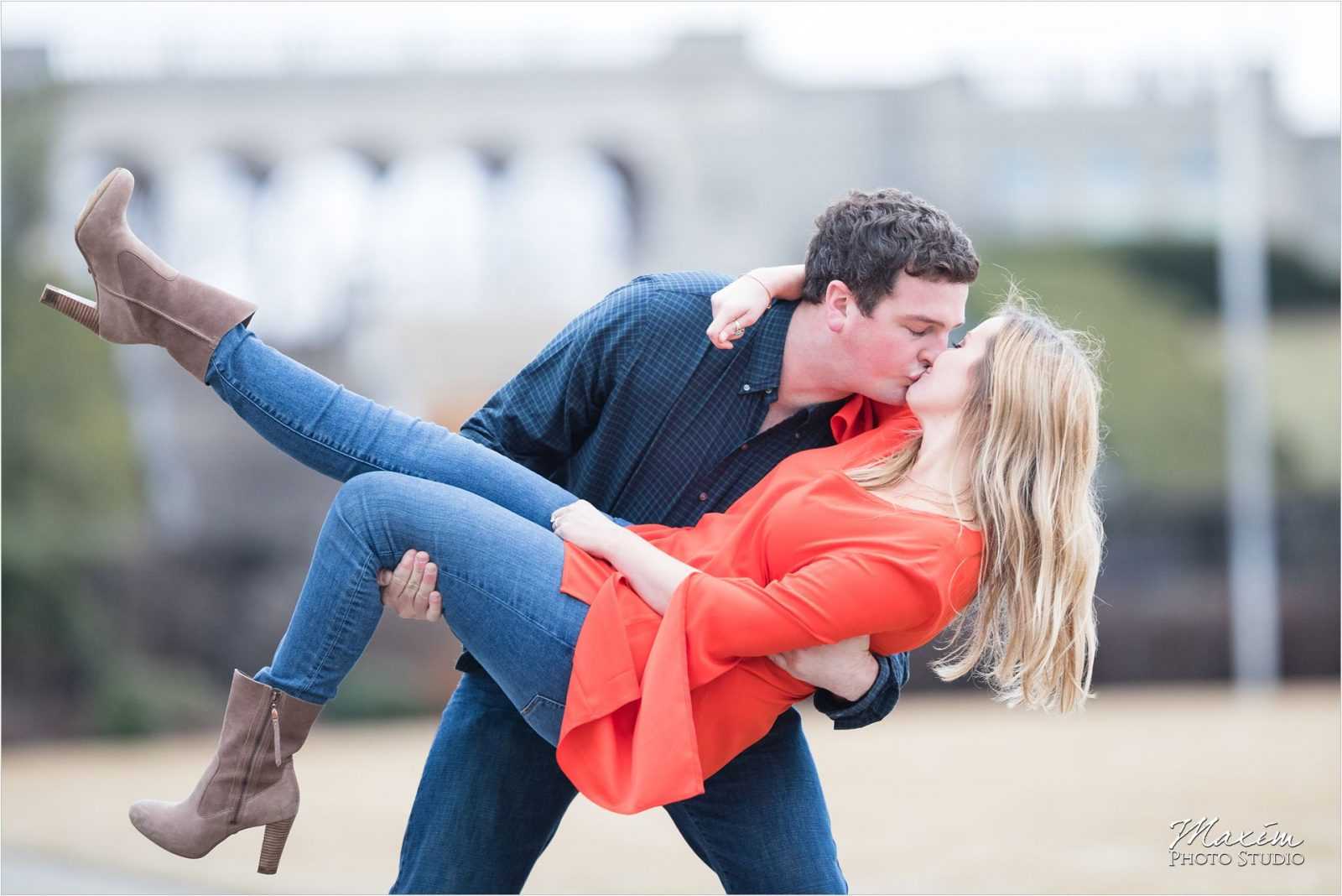 Cincinnati Wedding Photographers Ault Park Engagement dip