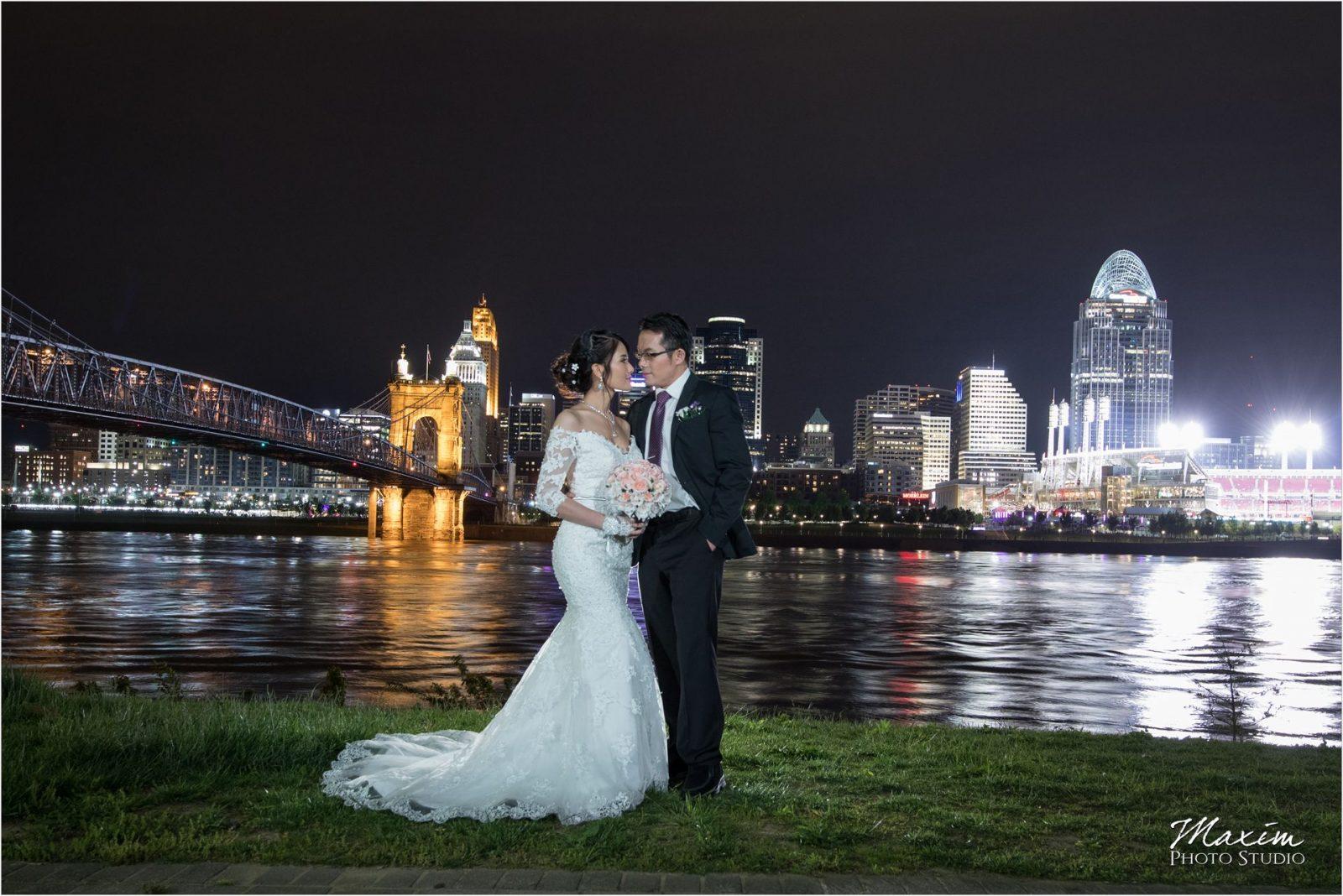 Ault Park Cincinnati Bride groom Cincinnati Skyline pictures
