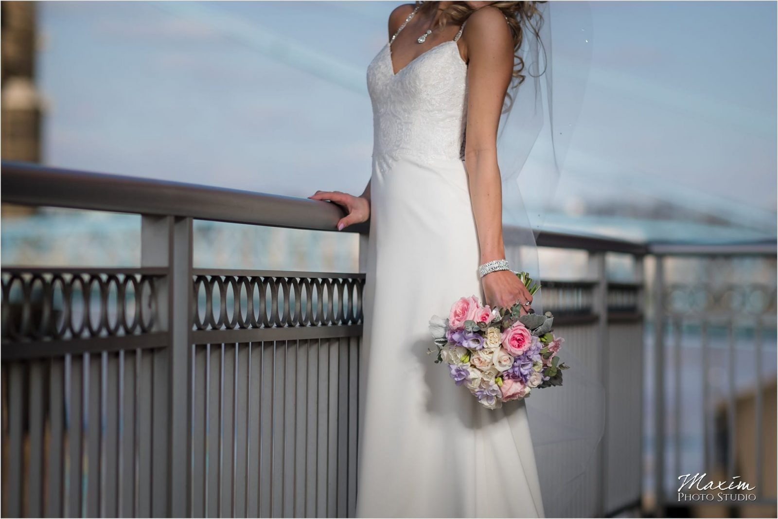Cincinnati Marriott Rivercenter, Covington Wedding, Cincinnati skyline, Wedding Portraits, CC Florist and Company