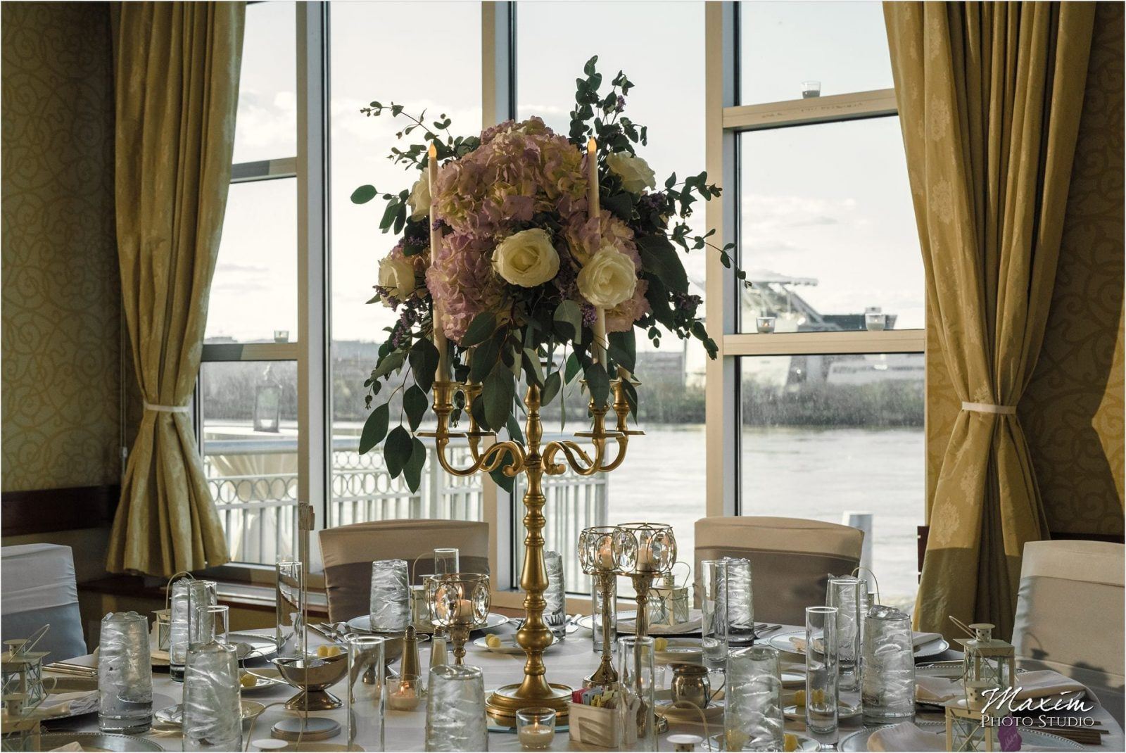 Cincinnati Marriott Rivercenter, Covington Wedding, Cincinnati skyline, Wedding Reception, CC Florist and Company