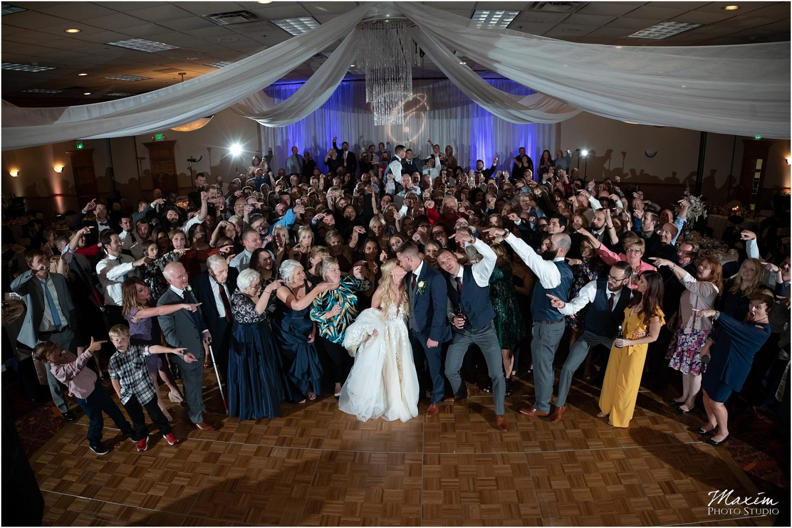 Holiday Inn Airport Wedding, Kentucky Wedding Photographer, Wedding Reception, Group Photo