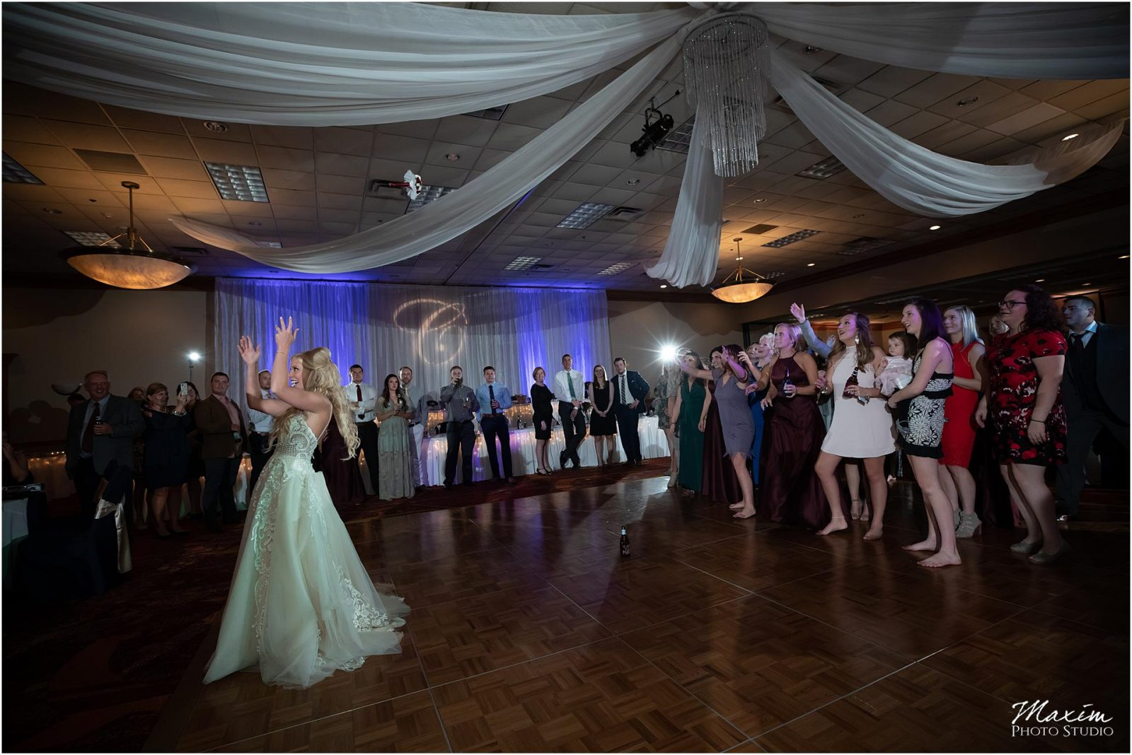 Holiday Inn Airport Wedding, Kentucky Wedding Photographer, Wedding Reception, Bouquet Toss