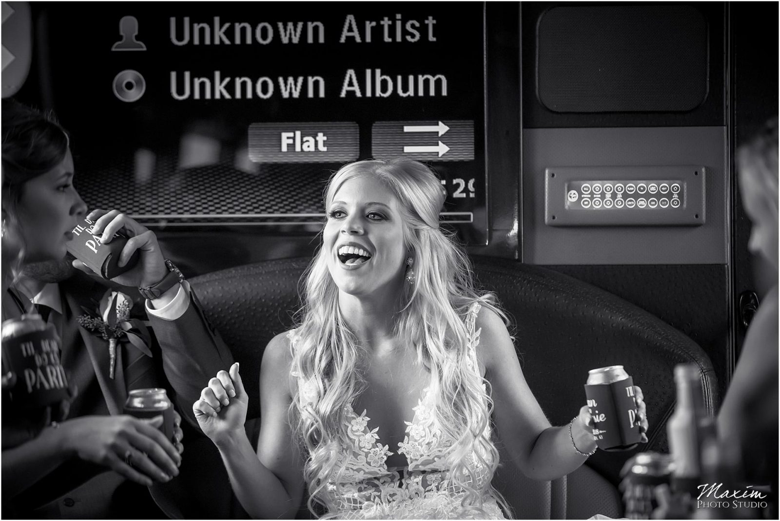 Kentucky Wedding Photographers, Motortoys Limo bridal party, Wedding Party Bus