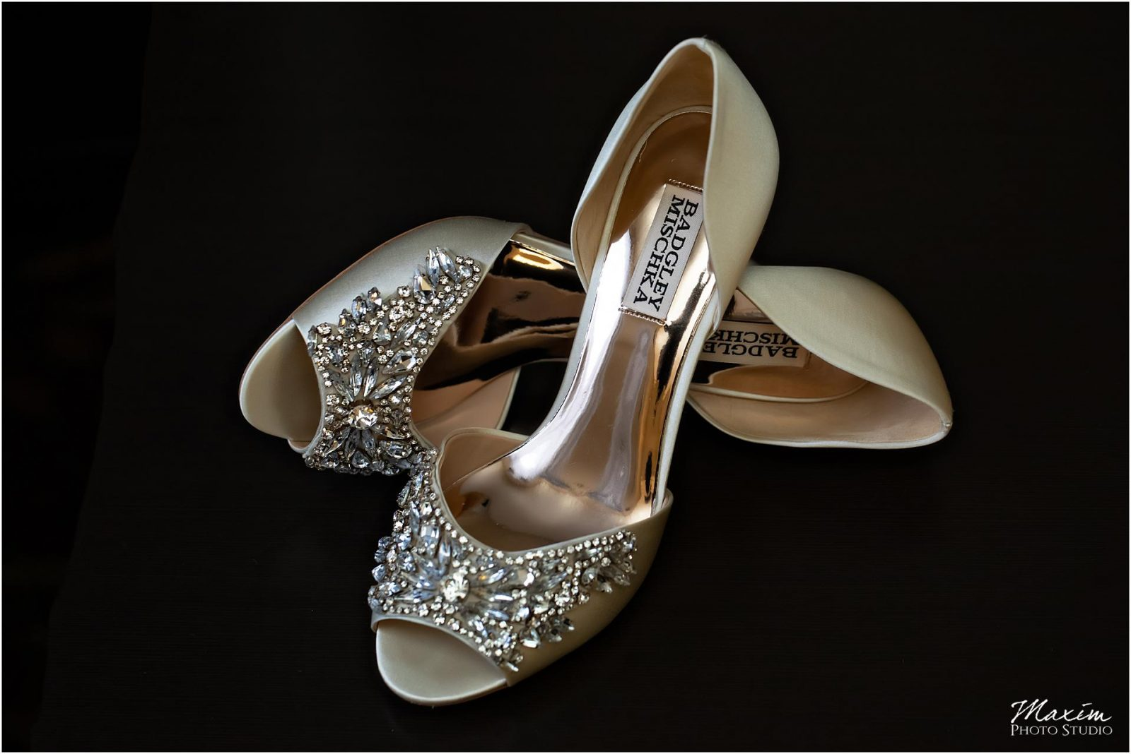 Kentucky Wedding Photographers, Bride Wedding Preparations details, Wedding Shoes