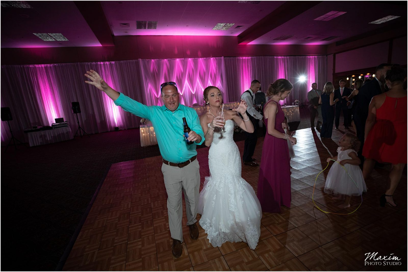 Oasis Conference Center, Cincinnati Wedding Photography, Wedding Reception Dancing