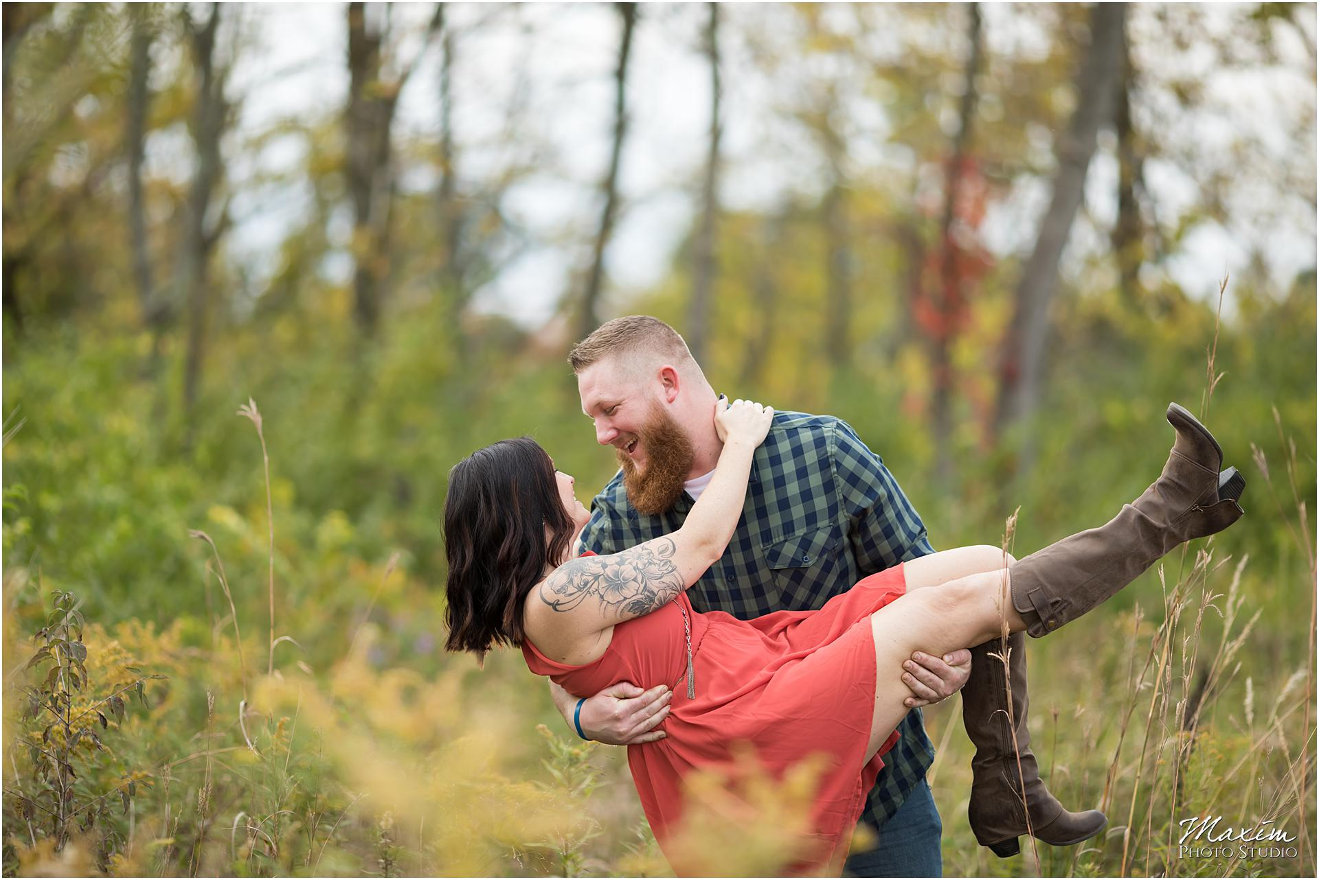 Cox Arboretum Dayton Ohio engagement couple dip