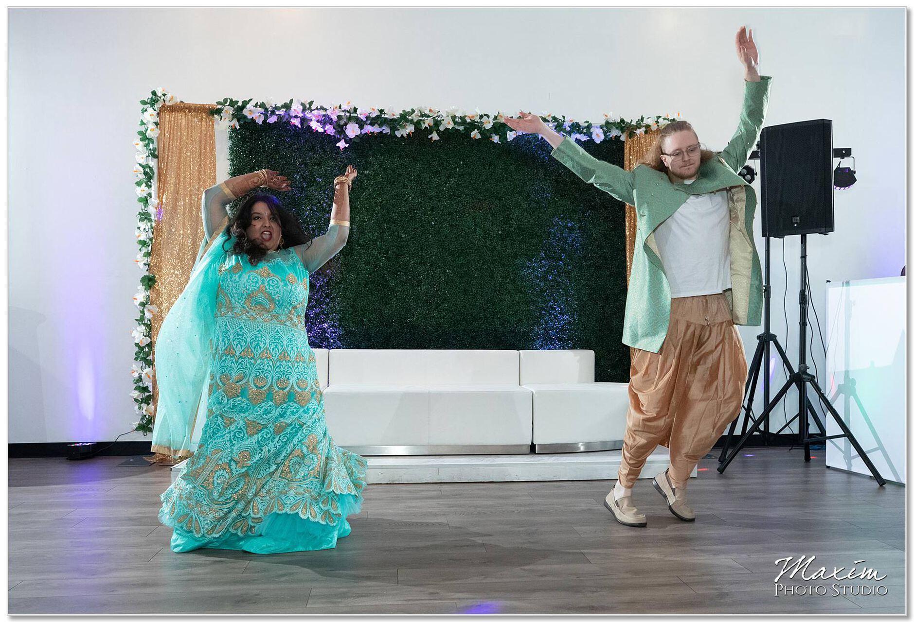 Sangeet bride groom dancing
