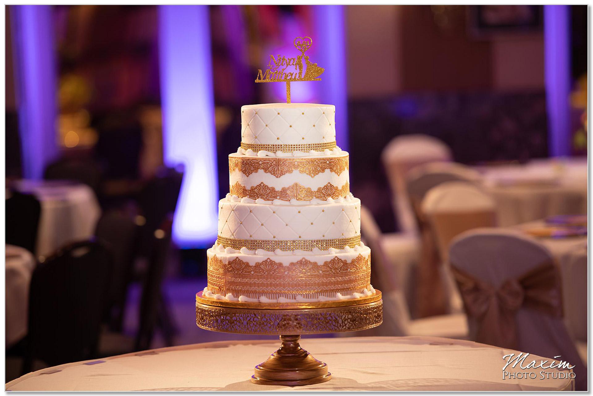 Hall of Mirrors Hilton Netherland Plaza Wedding Reception Cake