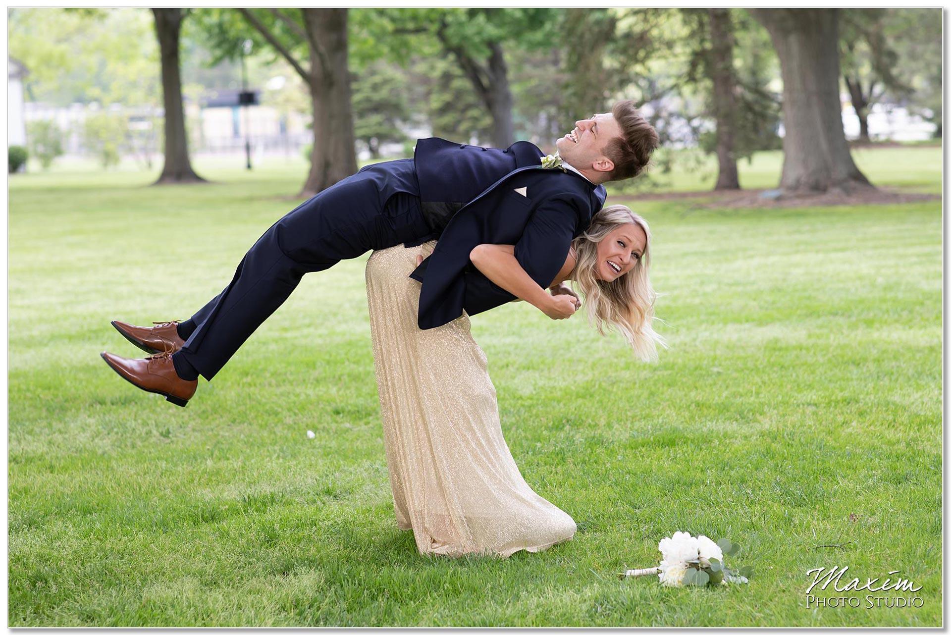 Polen Farm Bridesmaid groomsmen fun pose