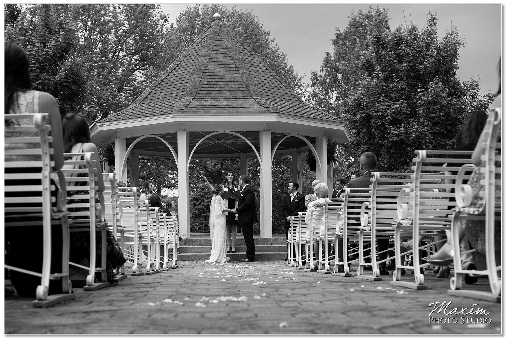 Gazebo Polen Farm Wedding