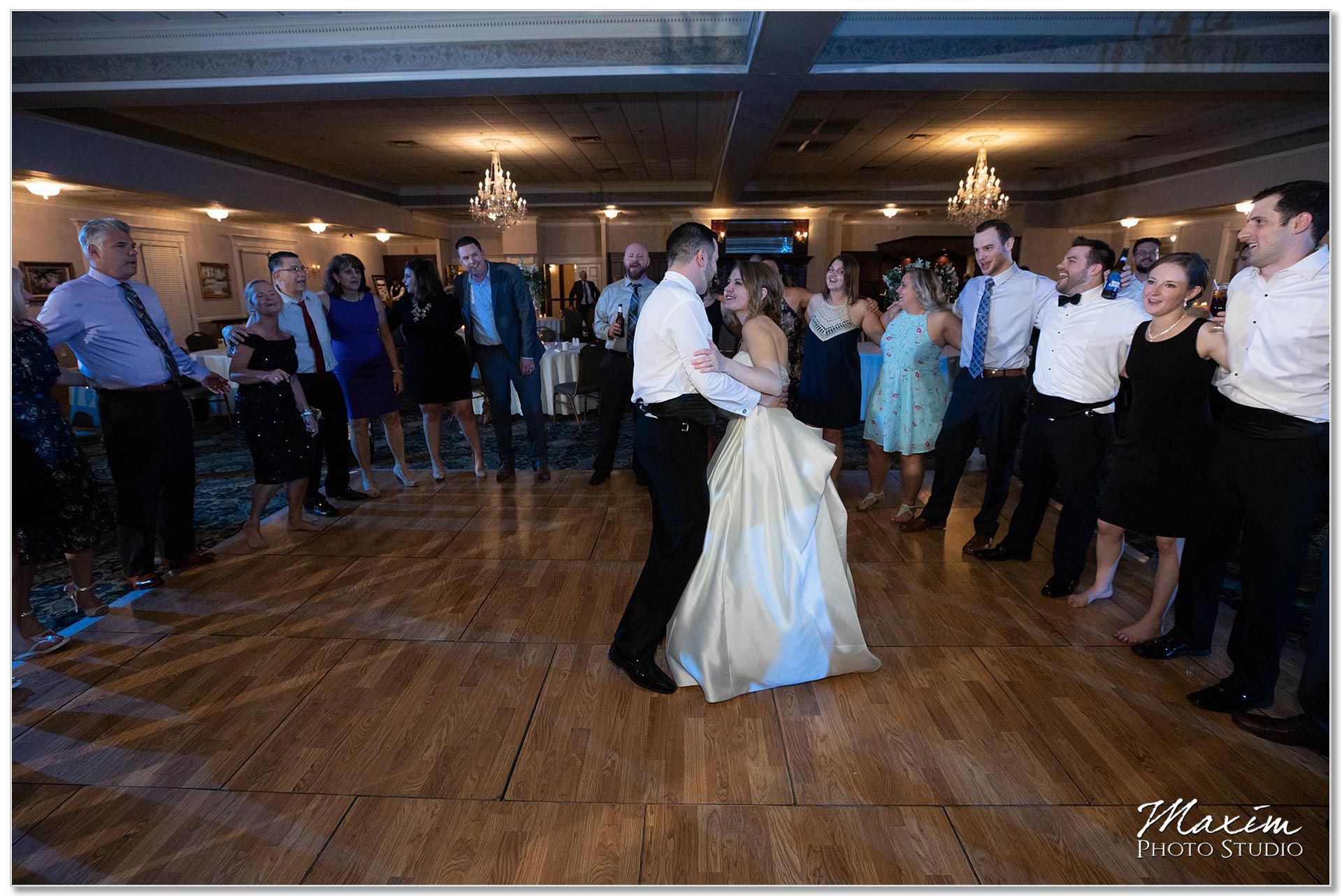 Last song Manor House Ohio Wedding reception