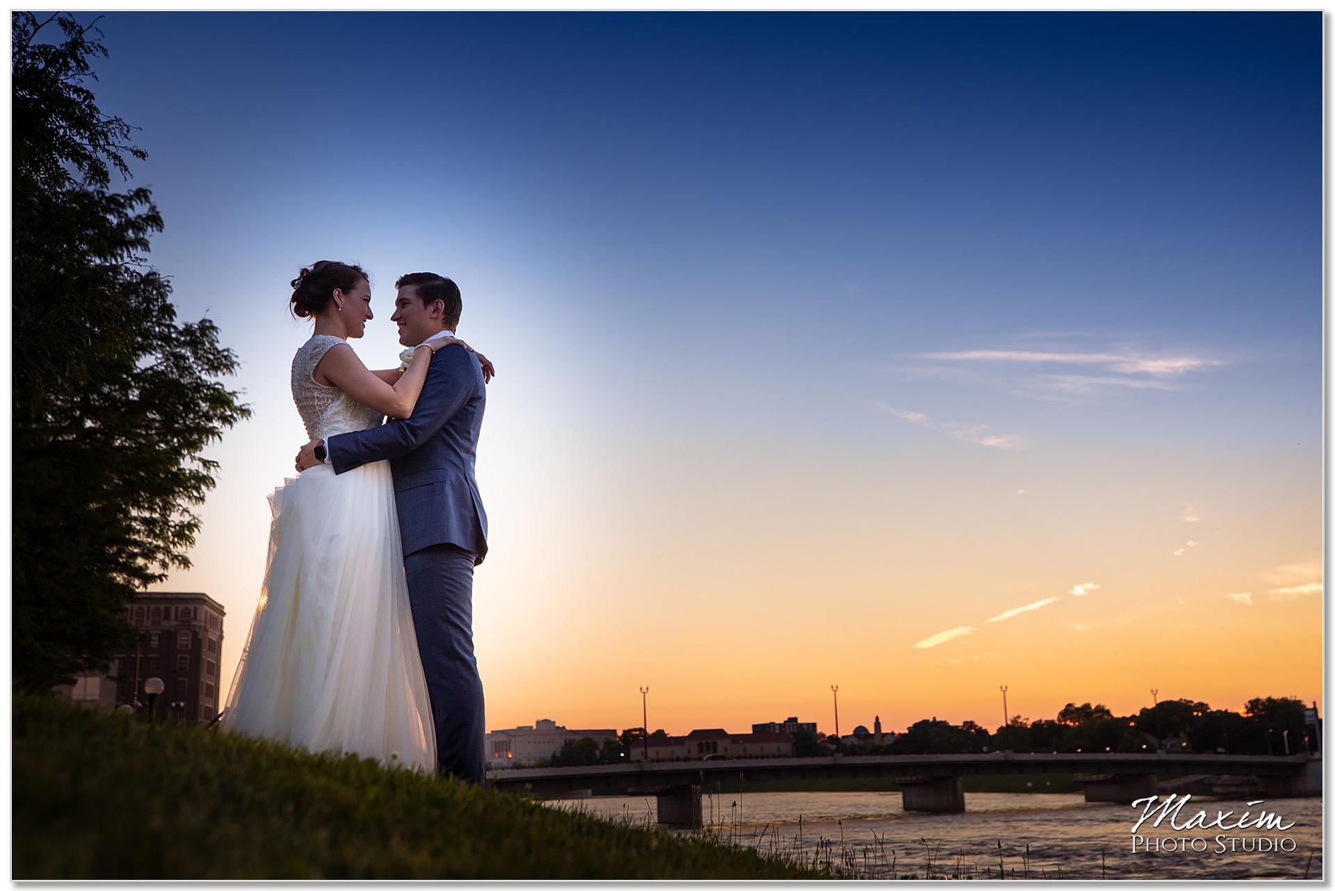Bride groom Dayton Ohio Wedding sunset portraits