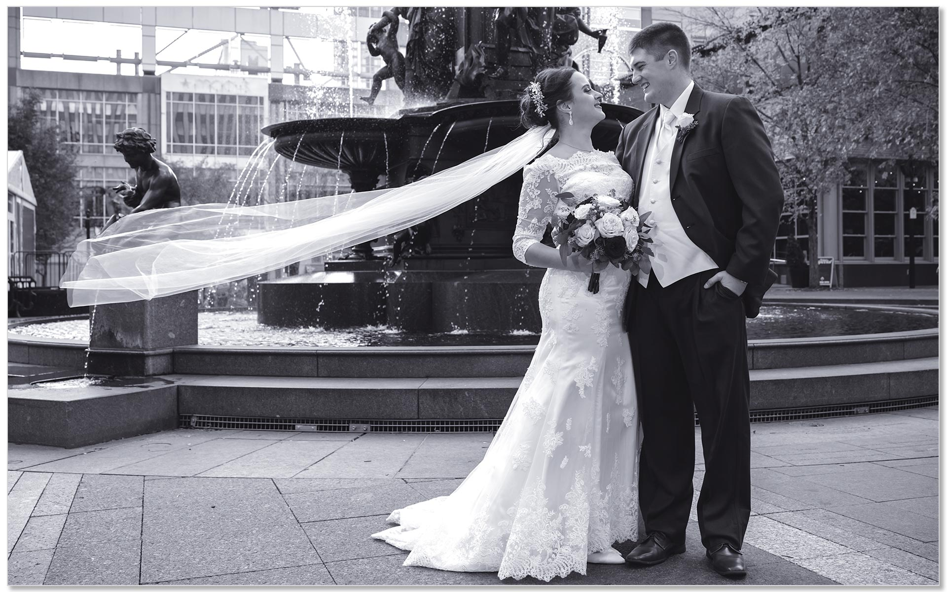 Fountain Square Cincinnati Wedding Couple