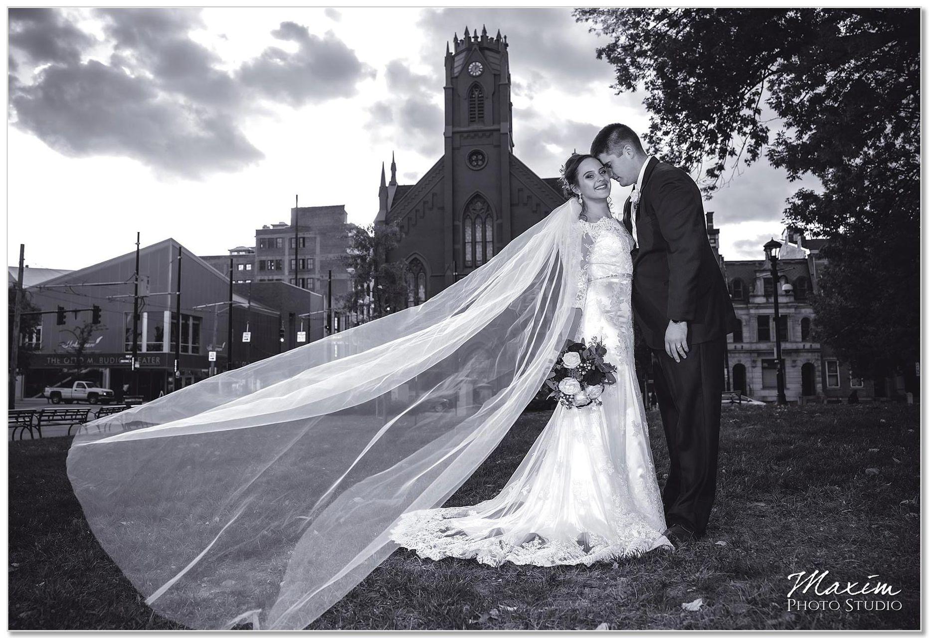 Transept Groom bride wedding portraits