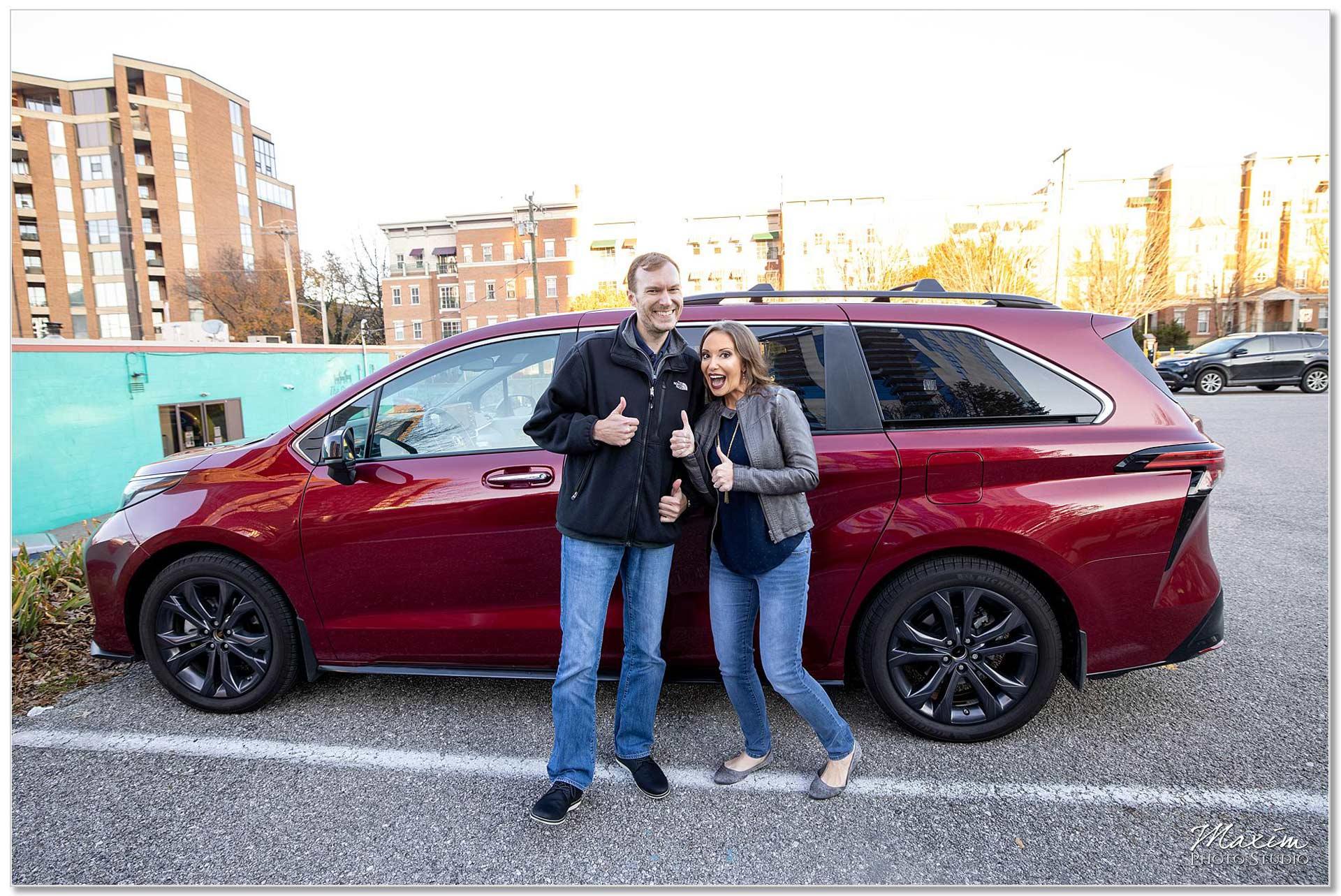 Toyota van Cincinnati Engagement couple