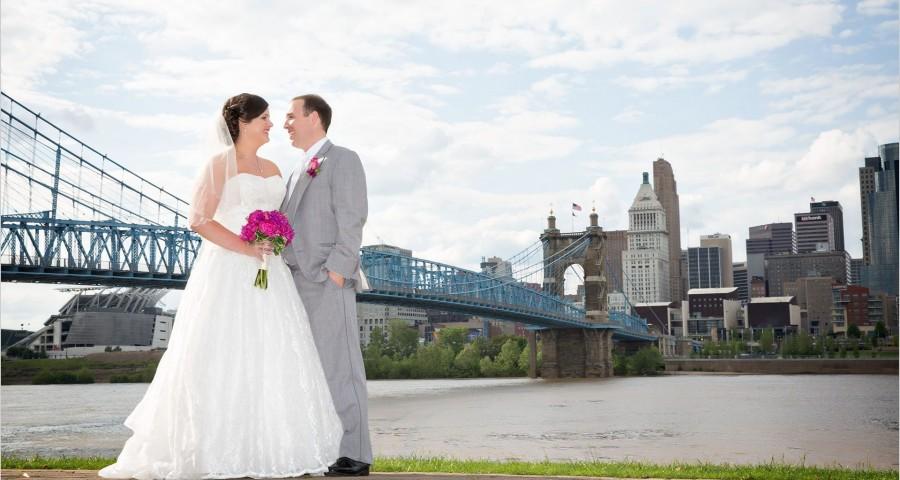 Cincinnati wedding photographers Roebling Bridge wedding pictures